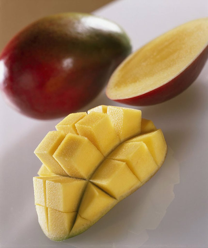 Mango, completely, fruit, halves South-fruit, fruit exotic, tropical mango-fruit Mangifera indica stone-fruit, halves, pulp, shared cut open, portioniert, nutrition healthy, vitamin-rich, food, food, quietly life, fact-reception, : Stock Photo