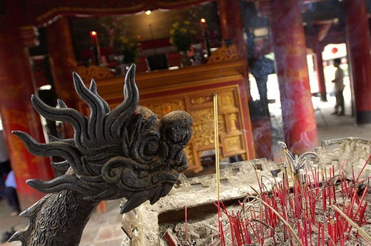 Vietnam, Hanoi, literature-temples, dragon-figure, Räucherstäbchen, detail, Asia, southeast-Asia, capital, sight, temples, Van Mieu, dragon, victims, sacrifices, Räucherwerk, smoke, victim-place, belief, religion, : Stock Photo