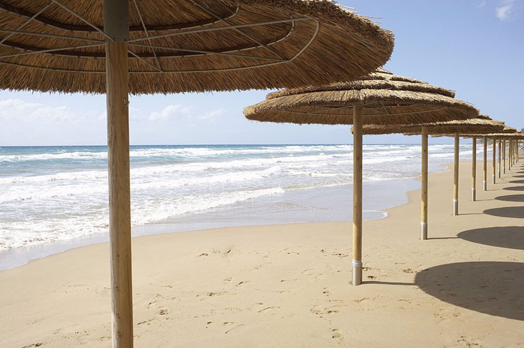 Stock Photo: 1558-112875 Mediterranean, beach, parasols, human-empty, sea-gaze, sandy beach, beach, sand, umbrellas, straw-umbrellas, silence, leaves silence, loneliness symbol suns sunbath recuperation, relaxation, summer-vacation, bath-vacation, vacation, concept, not-season, o