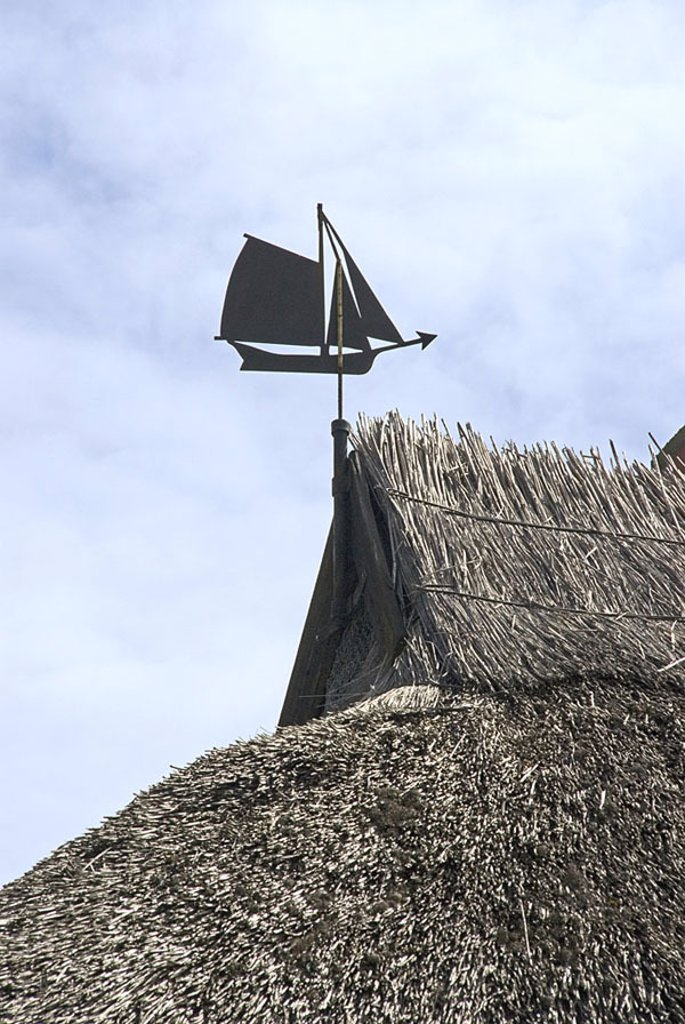 Stock Photo: 1558-113593 Germany, island reprimands monk-property sea-village residence Reetdach, detail, weather vane, Northern Germany, Mecklenburg-Western Pomerania, Baltic sea, Baltic Sea*-island, house, house-roof, roof, thatch, reetgedeckt, Reet, fact-reception,