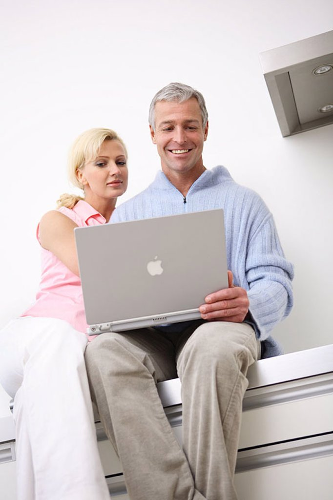 Mate, laptop, kitchen-line, sits, no property release, people, 30-40 years 40-50 years partnership relationship nonchalant, casual, leisure time, hobby, Lifestyle, computers, data input, internet, Internetsurfen, internet-access, e-mail, chatten, communic : Stock Photo