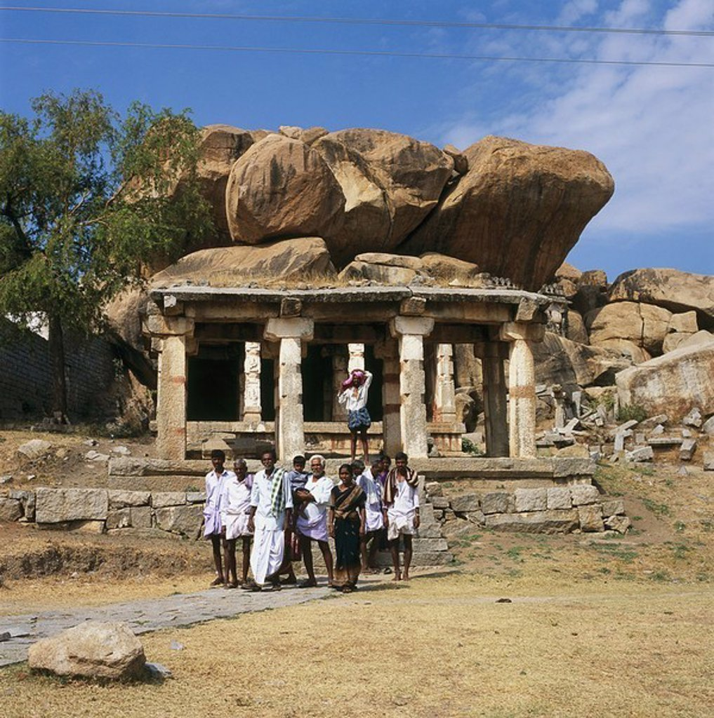 India, Karnataka, Hampi, Vijayanagar ruin-city, temples, natives, group-picture, no models ´city of the victory´, Vijayanagara, Virupaksha, construction, release, Asia, UNESCO-Weltkulturerbe, people, Indians, symbol, temples, sight, destination, tourism, : Stock Photo