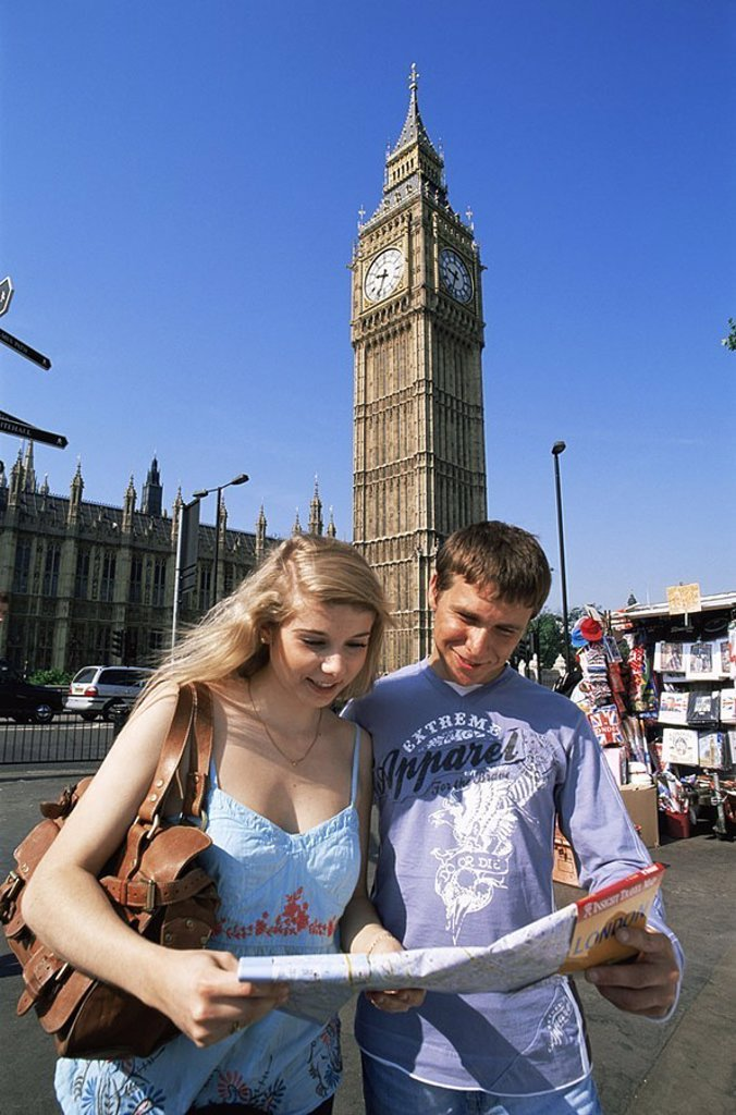 Stock Photo: 1558-116612 Great Britain, England, London, Big Ben, pair, young, itinerary, Europe, capital, destination, sight, landmarks, buildings, architecture, tower, clock-tower, builds 1858, parliament, Parliament Square, culture, map tourists, bearings, city-dweller-ice, si