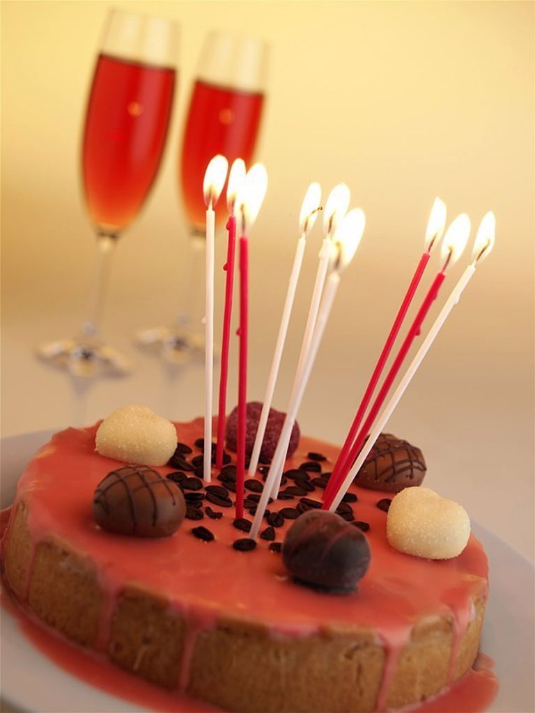 Birthday-cakes, candles, champagne-glasses, burn series, food pastries forecastle-merchandise cakes pie, glaze, frosting, chocolates, coffee-beans, birthday-candles, candlelight, symbol, birthday, surprise, jubilee, anniversary, Valentine´s day, quietly l : Stock Photo