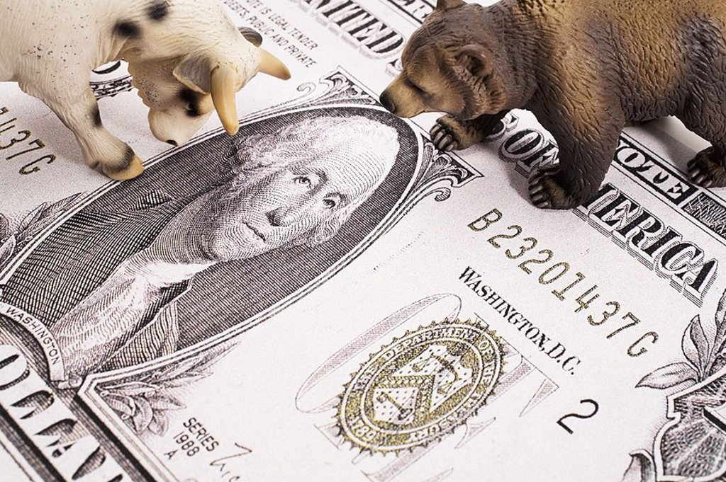 Stock Photo: 1558-119145 Dollar-bill, plastic-figures, bull, bear, detail, symbol, finance-market, economy, stock exchange, toy, figures, bill, dollar, money, finances, share prices, stock market prices, boom, slump, profit, loss, business, stock exchange-trade, share-trade, stoc
