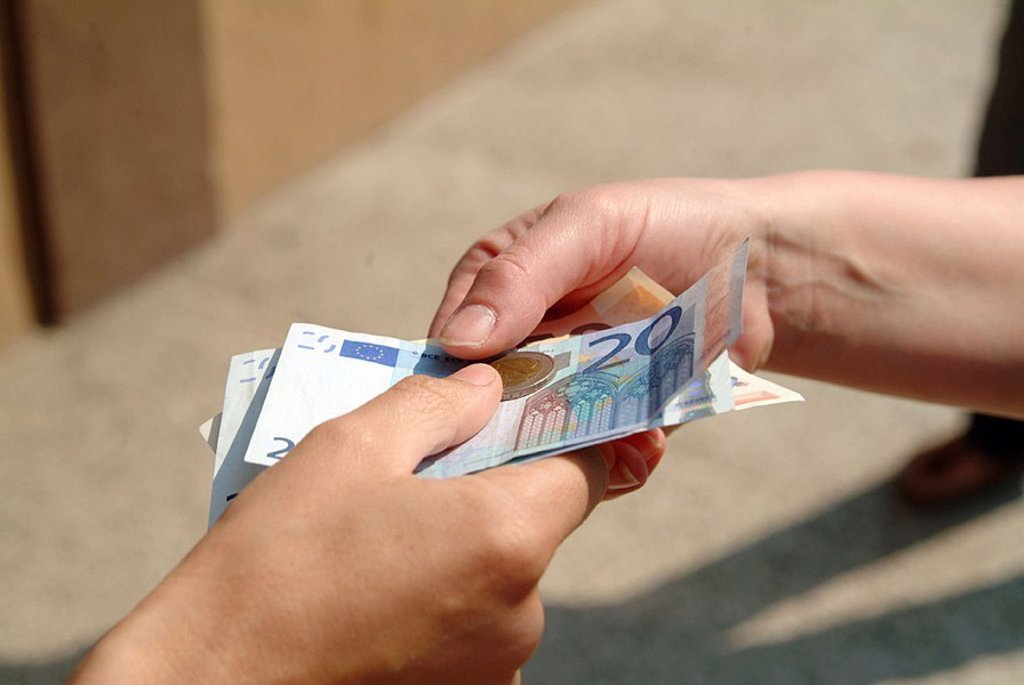 Stock Photo: 1558-119519 People, detail, hands, money, transfer, people, payment, means of payment, cash, cash-traffic, buys, sells, shops, payment, amount, money-amount, price, pays, hands over, appearances, bills, Euro-appearances,
