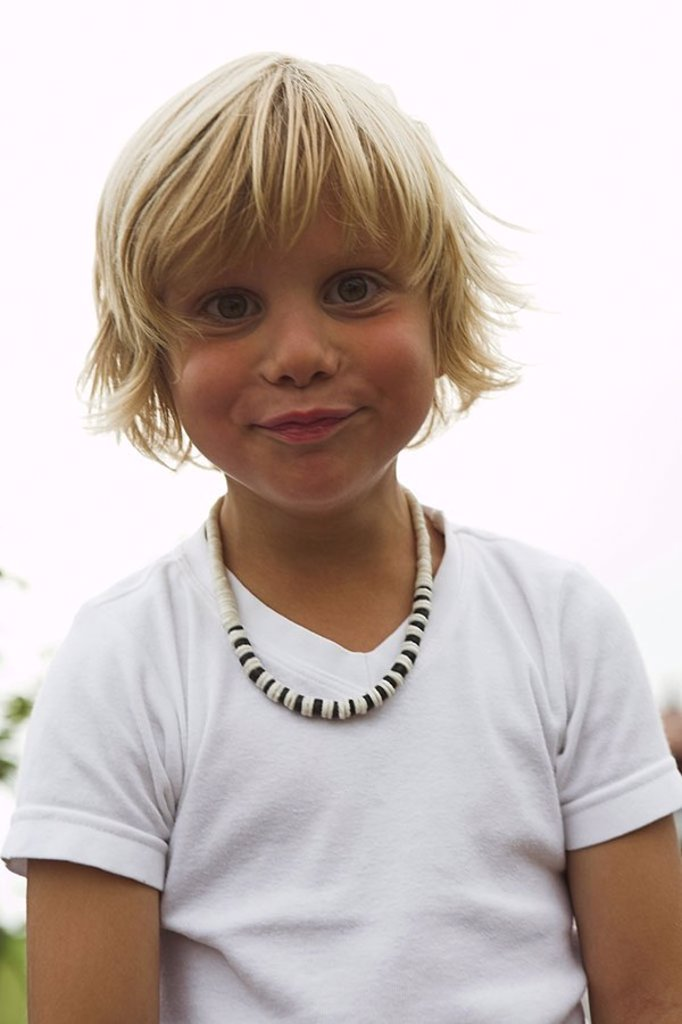 Stock Photo: 1558-120645 Give birth, blond, gaze camera, semi-portrait, series, people, child, 5 years, necklace, skeptically, waits, waits, mistrust, childhood, naturalness, summers, outside,