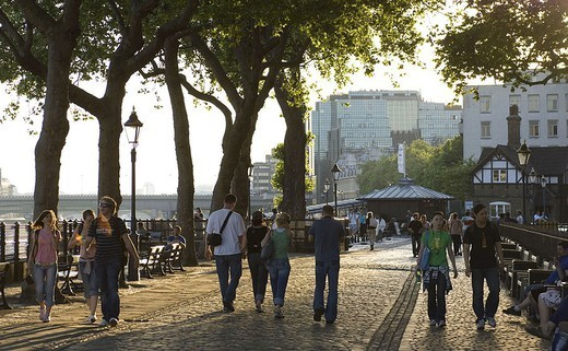 Great Britain, England, London, Thams Path, pedestrians, Europe, city, capital, district, river Thames shores Thames-shores tourists tourism, people, persons out for a walk, Spazierweg, dusk, : Stock Photo