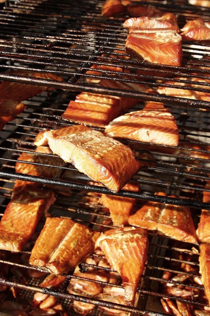Stock Photo: 1558-122616 Räucherfisch, food, Denmark, specialty, fish, food-fish, fish fillets, salmon, salmon-fillets, smoked salmon, preparation, bragged, fences, grill-rust, preservation, smoke durability, symbol fishery haul economy,