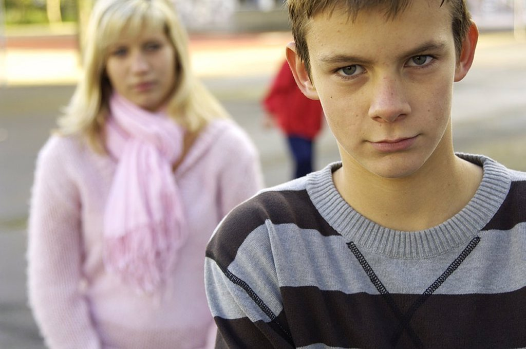 Teenagers, pair, dispute, boy, portrait, avert broached, fuzziness, series, people, youth, teenagers, 12-14 years, schoolyard, schoolyard, leisure time, outside, decision, first love, puberty, development, conflict, anger, problem, reproaches, disinterest : Stock Photo