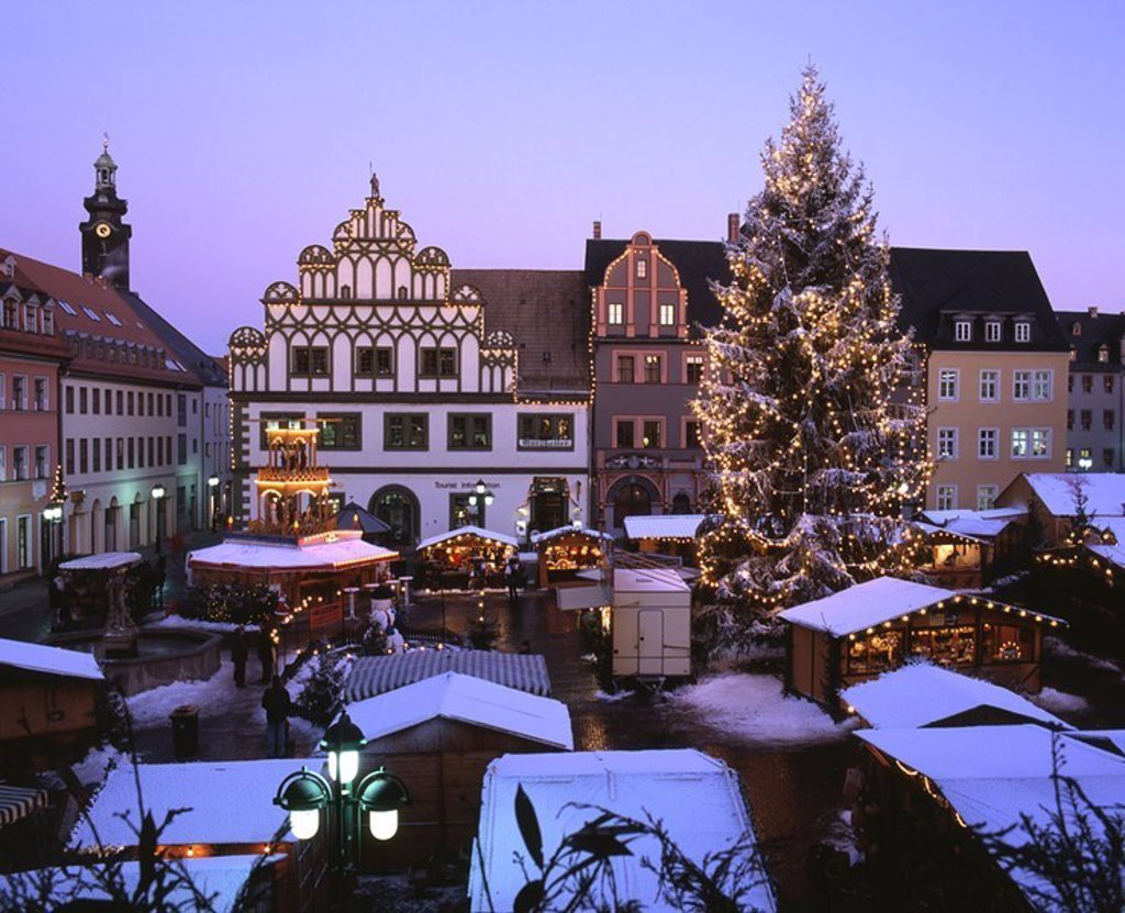 Stock Photo: 1558-123385 Germany, Thuringia, Weimar, Christmas-market, mood-fully, evening, overview, city, Cranach-Haus, Christmas, Christmas-tree, Christian-tree, lights, conditions, market-stands, market, people, mood, Christmas time, pre-Christmas time, Advent, Advent-time, t