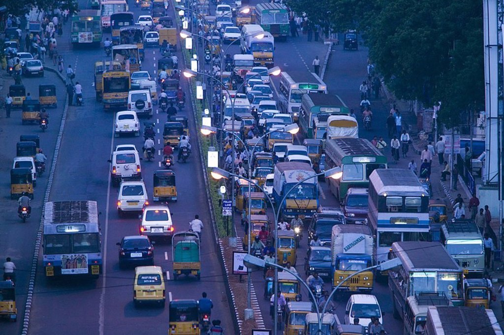 India, Tamil Nadu, Chennai, Anna Salai Road, traffic, evening, Asia, South-Asia, city, city, city-traffic, streets, more-track-y, cars, buses, Lkw´s, many, motorcycles, people, jam, Rush Hour, closing time-traffic, lanterns, illumination, outside, concept : Stock Photo