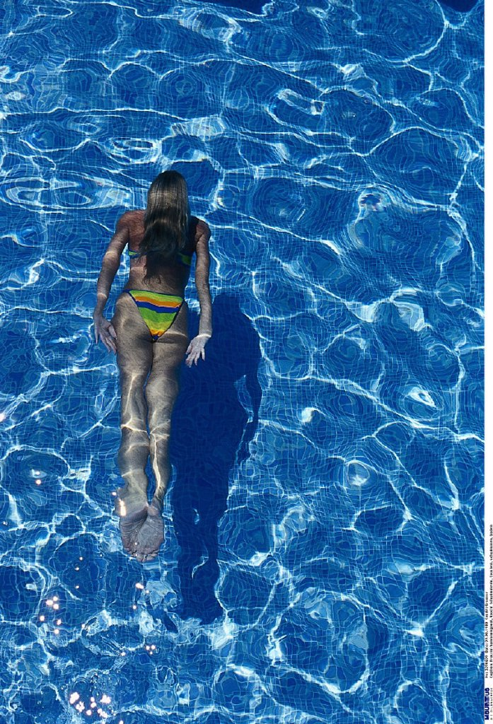 Stock Photo: 1558-127346 Woman, Swimming pool, dive