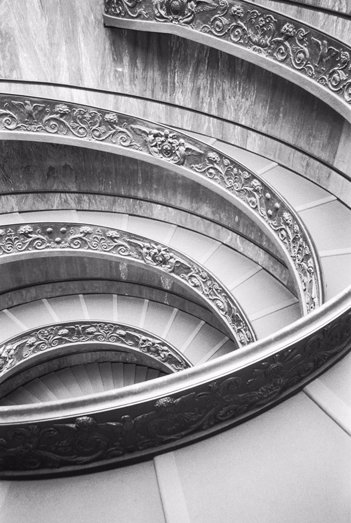 Stock Photo: 1558-130722 Italy, Rome, Vatican museum, spiral staircase, s/w,