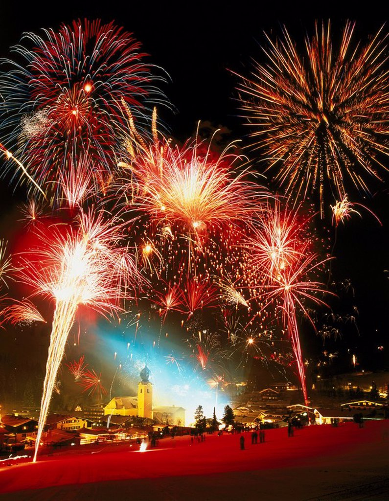 Stock Photo: 1558-133579 Austria, Salzburger Land, hall-brook, city view, fireworks, night, M, Pinzgau, mountains, cityscape, New Year´s Eve, New Year´s Eve-fireworks, symbol, turns of the year, party, celebration, pyrotechnics,