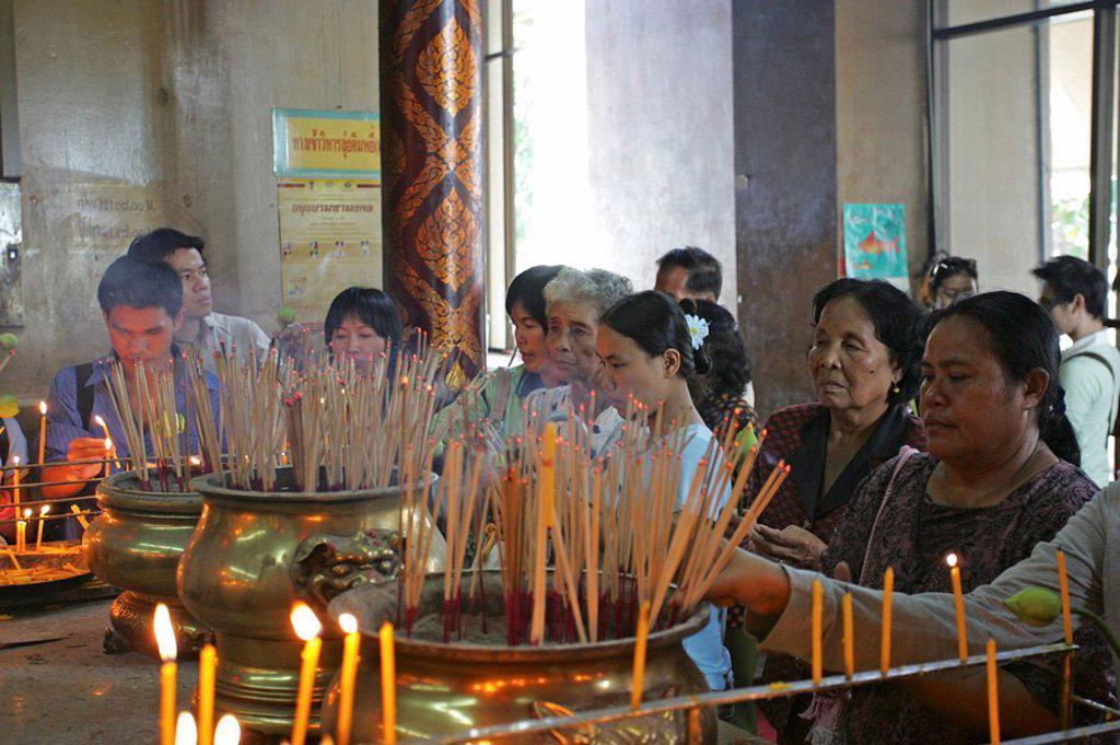 Stock Photo: 1558-134111 Thailand, Ayutthaya, wade Phanang Choeng, temples, interior, believers, sacrifices,