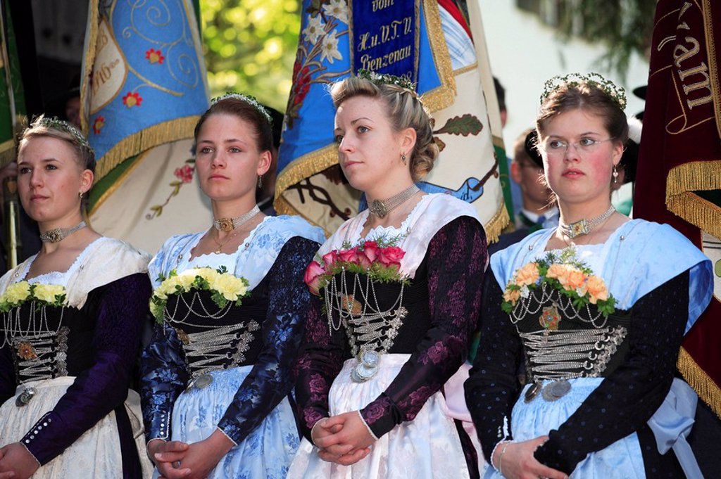 Germany, Bavaria, Fischbachau, birch-stone, Feast of Corpus Christi-day, pilgrims, women, young, flags, no models Leitzachtal, Feast of Corpus Christi-procession, place of pilgrimage, pilgrimage, release, Upper Bavaria, traditional costum-pilgrimage, peop : Stock Photo