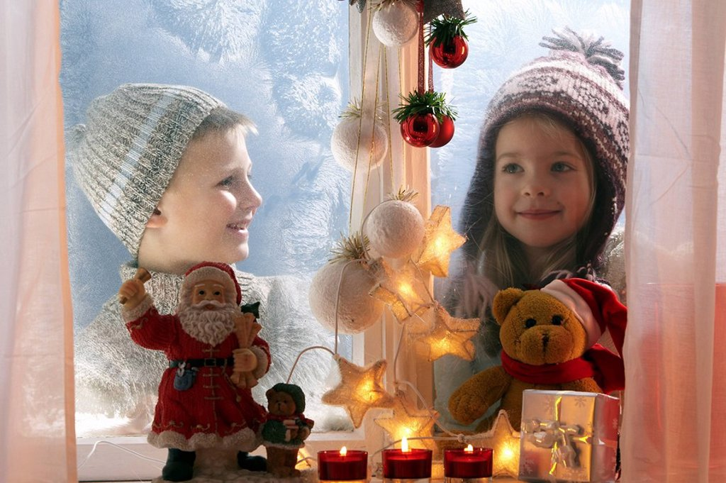 Stock Photo: 1558-134557 winter, siblings, cheerfully, gaze windows, ice-flowers, Christmas-decoration, portrait, series, people, children, child-portrait, boy, girl, two, winter-clothing, cap, 5-7 years, looks in, season, wintry, wintertime Advent decoration fairy lights soft-ni