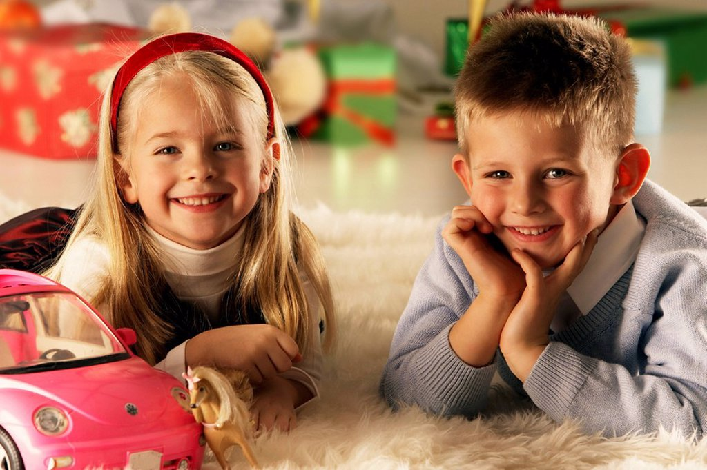 Stock Photo: 1558-134561 Christmas, siblings, carpet, lie, toy, portrait, background, gifts, fuzziness, series, people, children, 5-7 years, two, girl, boy, smiling, happily, child-portrait childhood Christmas-gifts, gift-giving, car, toy-car, indoors, at home, sacred evening, wa. Christmas, siblings, carpet, lie, toy, portrait, background, gifts, fuzziness, series, people, children, 5-7 years, two, girl, boy, smiling, happily, child-portrait childhood Christmas-gifts, Bescherung, car, toy-car, indoors, at home, sacred