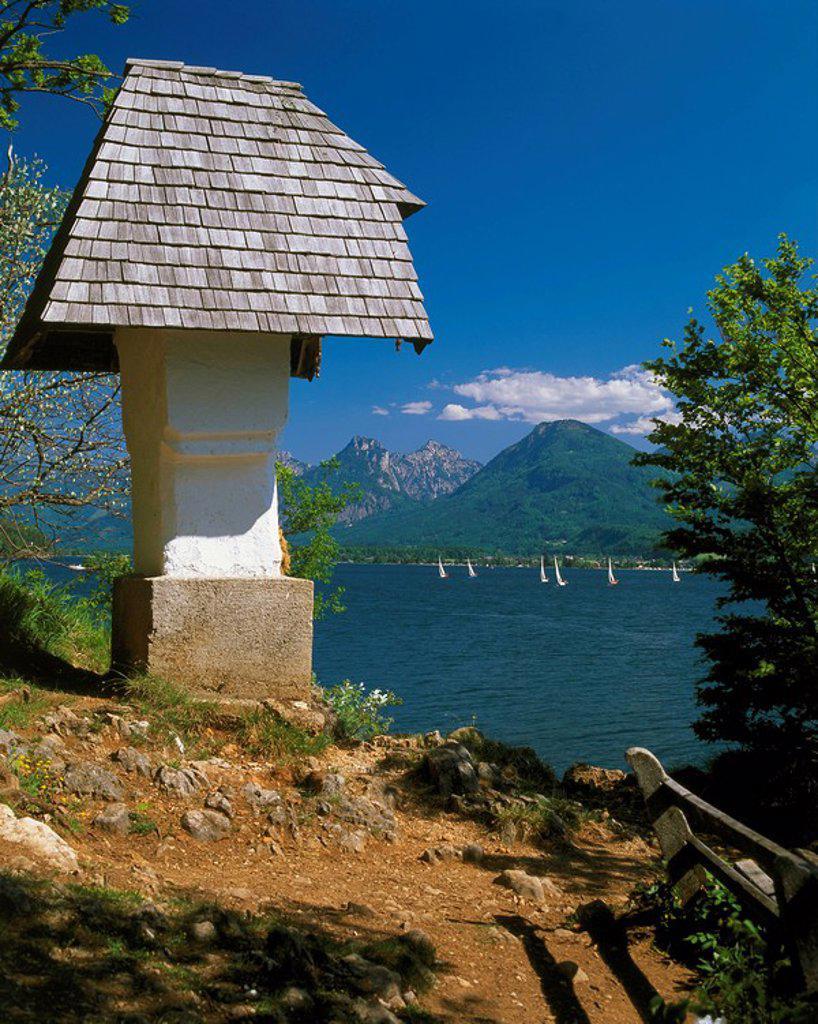 Austria, Salzburger Land, St  Gilgen at the Wolfgang-lake, wedding-cross, Salzkammergut, mountain scenery, lake,mountain lake, shore, cross, picture-stick, sight, destination, tourism, : Stock Photo