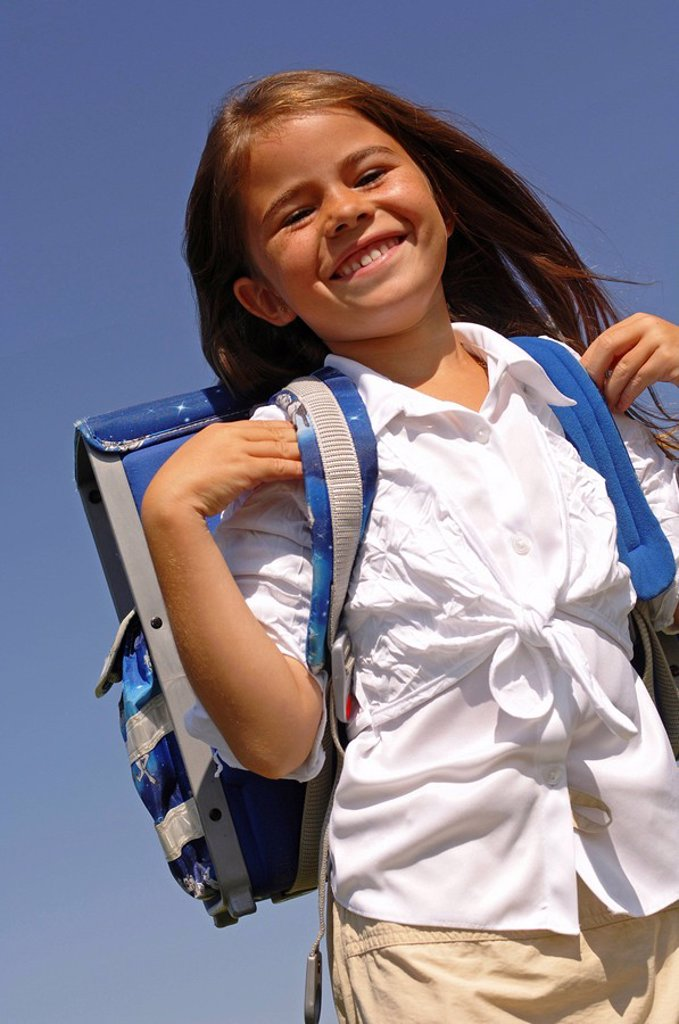 Stock Photo: 1558-146663 school enrollment, child, girl, satchel, smiling, cheerfully, pride, semi_portrait, school_beginning, people, freckles, brunette, long_haired, charisma, cheerfully, happily, joy, schoolchild, schoolgirl, primary_school pupil, first_grader, abecedarian, sc