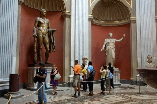 Stock Photo: 1558-147594 Italy, Rome, Vatican, Vatican museum, Museo Pio Clementino, round hall, statues, visitors,