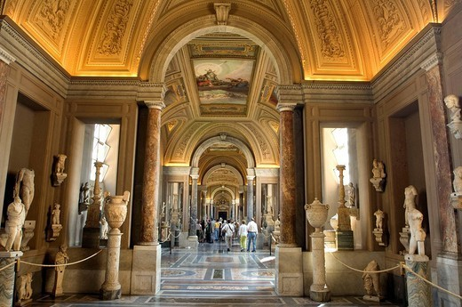 Stock Photo: 1558-147596 Italy, Rome, Vatican, Vatican museum, gallery of the candelabra visitors,