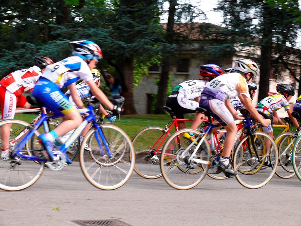 Stock Photo: 1558-148023 Italy, Tuscany, Montecatini Terme, streets, wheel_races, racing cyclists, teenagers, blur, health resort, event, sporting event, sport, wheel_sport, streets_wheel_sport, streets_racers, streets_races, competition, match, races, athletes, children, partici