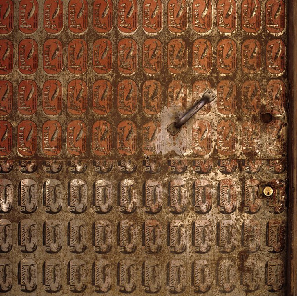 Stock Photo: 1558-150197 Morocco, Er_Rachidia, front door, canned_sheet metal, close_up, detail,