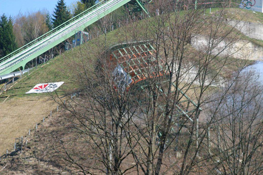 Stock Photo: 1558-152193 Germany, Bavaria, Garmisch_Partenkirchen, Olympic_ski_jumping hill, ski_ski jump, ski jump, ski jump_installation, ski jump, steel_construction, demolition works, big_ski jump, attempt_tower, demolition, destruction, summary, summary_phase, referee_tower,