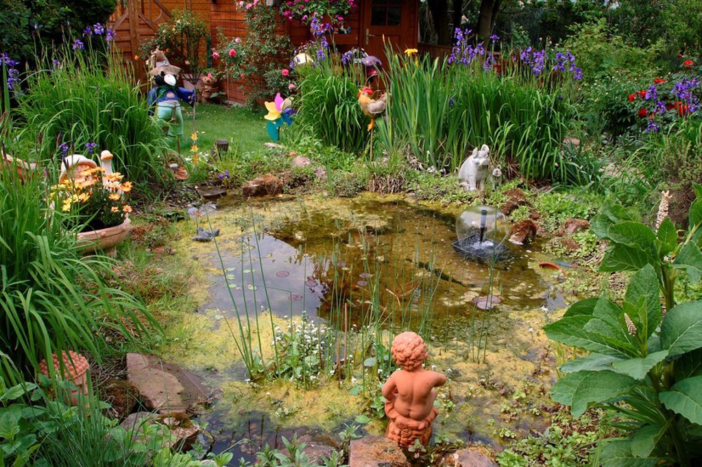 Garden_pond, summerhouse, garden_figures, spring : Stock Photo