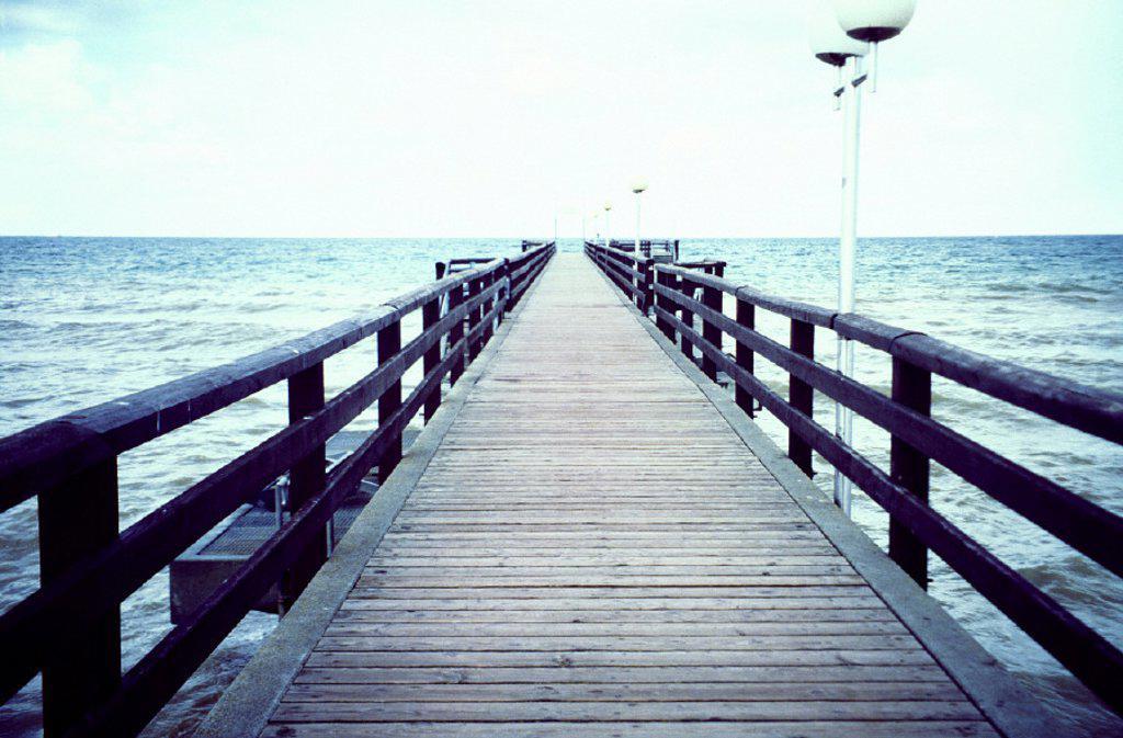 Stock Photo: 1558-158862 Sea, bridge, Europe