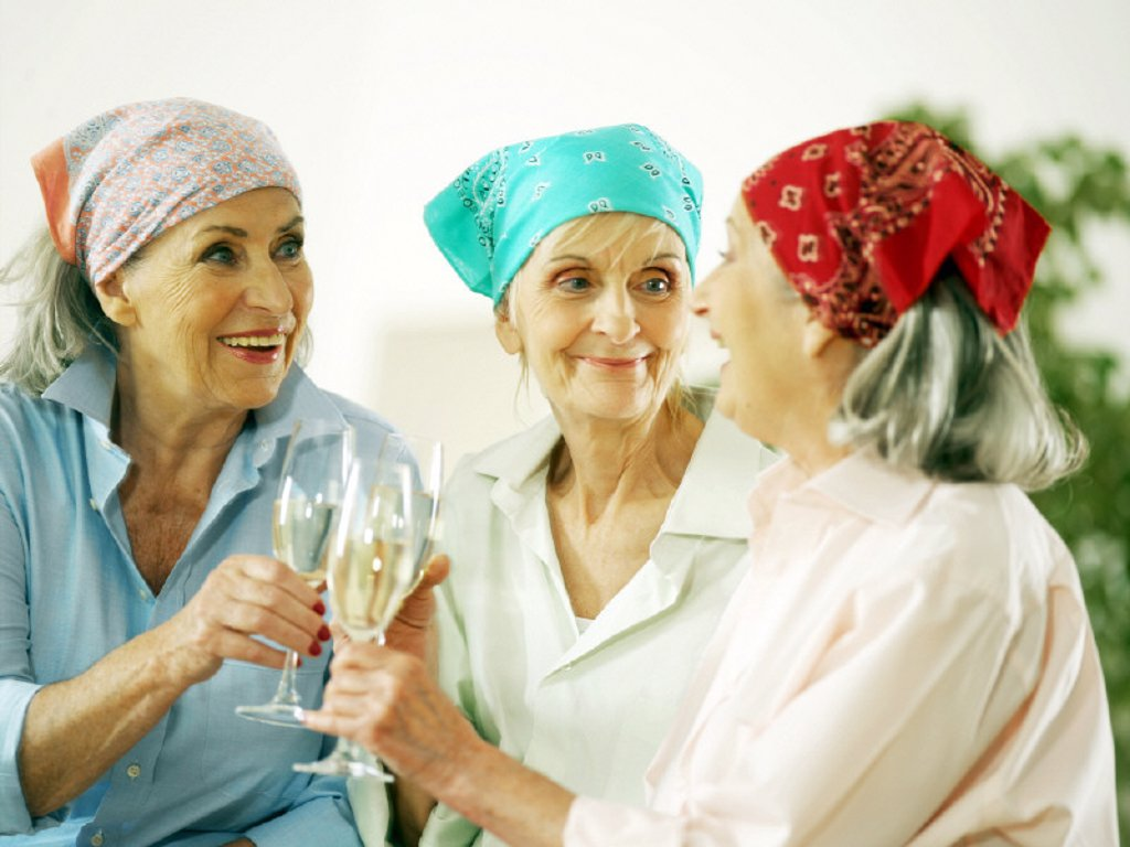 Stock Photo: 1558-159232 seniorside, headscarfs, sekt glasses