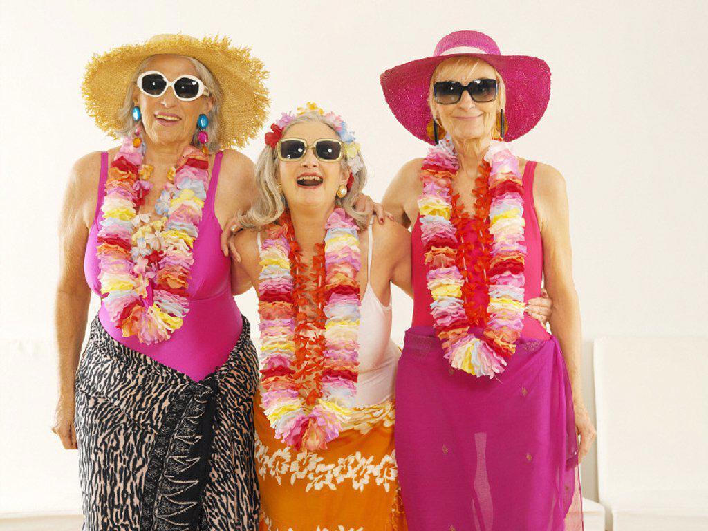 seniors, summerwear, sun glasses : Stock Photo