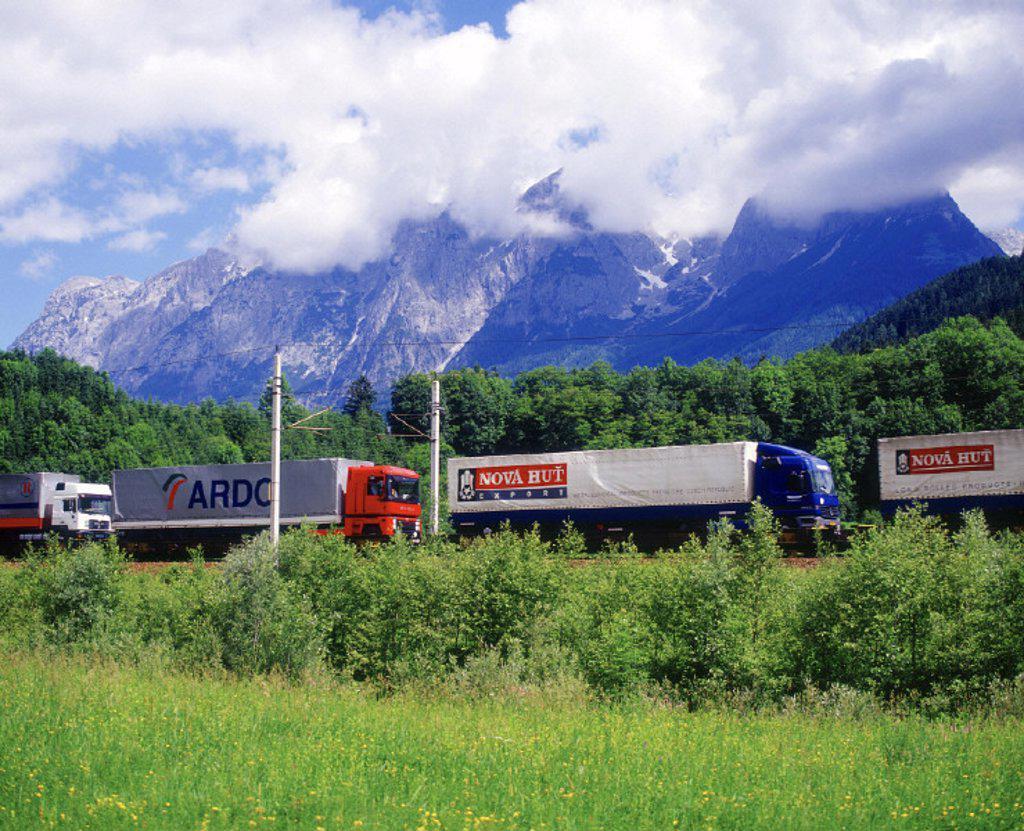 Stock Photo: 1558-54385 Austria, Tennengebirge, track