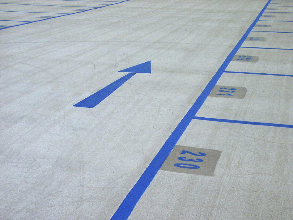 Parking garage, ground marking, arrow : Stock Photo