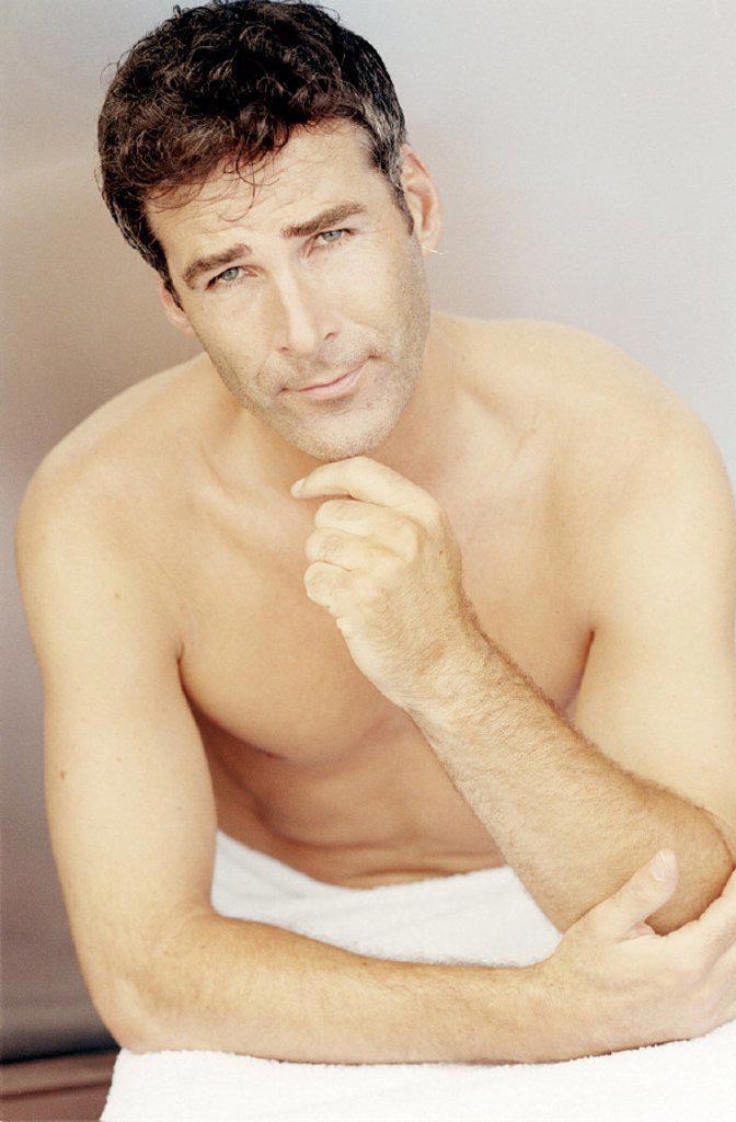 Stock Photo: 1558-58501 Man, topless, thinks, half portrait