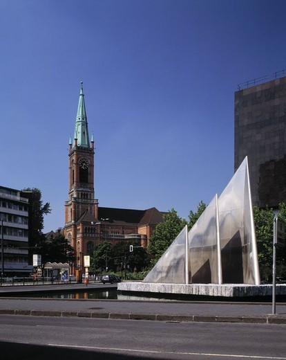 Stock Photo: 1558-60844 Germany, North Rhine-Westphalia,  Düsseldorf, place of the German unit,  Johannes church, basins, Mackbrunnen Europe, city, center, city center, church, parish church, construction, architecture, place, wells, Builder Heinz Mack, Mack-Brunnen, water game,