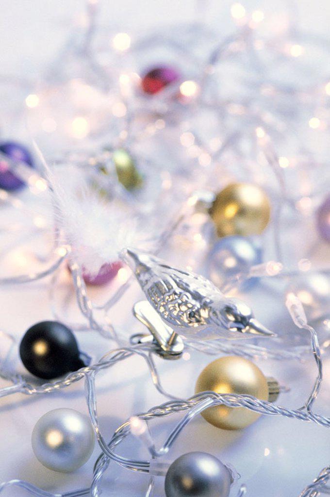 Stock Photo: 1558-61570 Christmas tree jewelry, Christmas balls,  fairy lights, bird, detail  Christmas jewelry, decoration, decoration objects, Christmas decoration, Christmas tree balls, Christmas balls, balls, supporters, Christmas tree supporters, Klemmvogel, birdies, silver