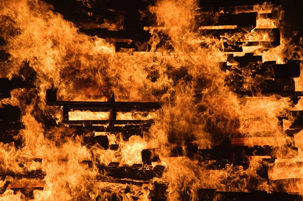 Stock Photo: 1558-61795 Fires, flames,   Series, wood palettes, palettes, wood, burning, blazes, bonfires, fire, heat, destruction, catastrophe,  Fire disaster, danger, combustion, annihilation, dangerously, danger situation, symbol, concept, ´fire-hotly´, ´fire-dangerously´, ´l