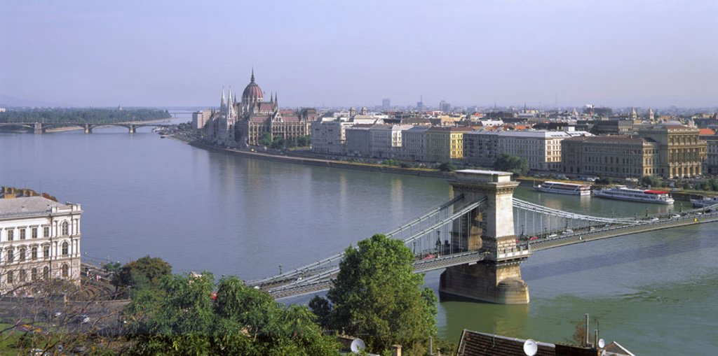 Hungary, Budapest, view at the city,  Parliament,  bridge, detail,  River Danube Europe, Central Europe, city, capital, district, bridge, Szechenyi lanchid, architecture, bridge architecture, built 1839-1849, Architect Adam Clark, landmarks, sight, buildi : Stock Photo