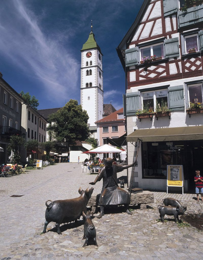 Germany, Baden-Württemberg,  Cheeks, sow market, Antonius-Brunnen,  Steeple, St. Martin church, Europe, Allgaeu, city center, pedestrian zone, street cafes, wells, church, tower, timbering, timbered house, timbering architecture, architecture, Antonius we : Stock Photo
