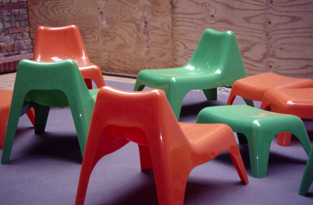 Child chairs, red, green, empty,   Kindergarten, game corner, plastic chairs, chairs, colorfully, colorfully, seat, symbol, childhood, abandoned, nobody, disinterest, in confusion, wildly, disorder, unaufgeräumt, interior : Stock Photo