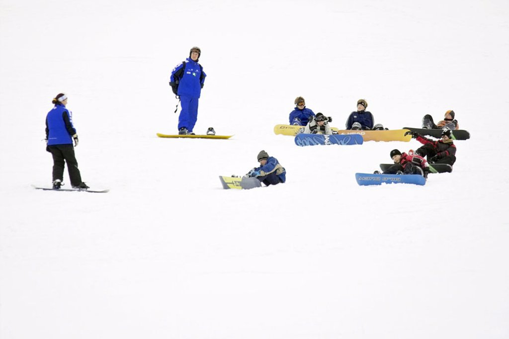 Stock Photo: 1558-63204 Skipiste, Snowboard-Schule,  Snowboard-Lehrer, children, sit snow no models release Track, departure, ski departure, Snowboarder, adults, Teachers, children, students, Snowboards, learn, practices, instructions, Snowboarden, Snowboardkurs, winter sport, a
