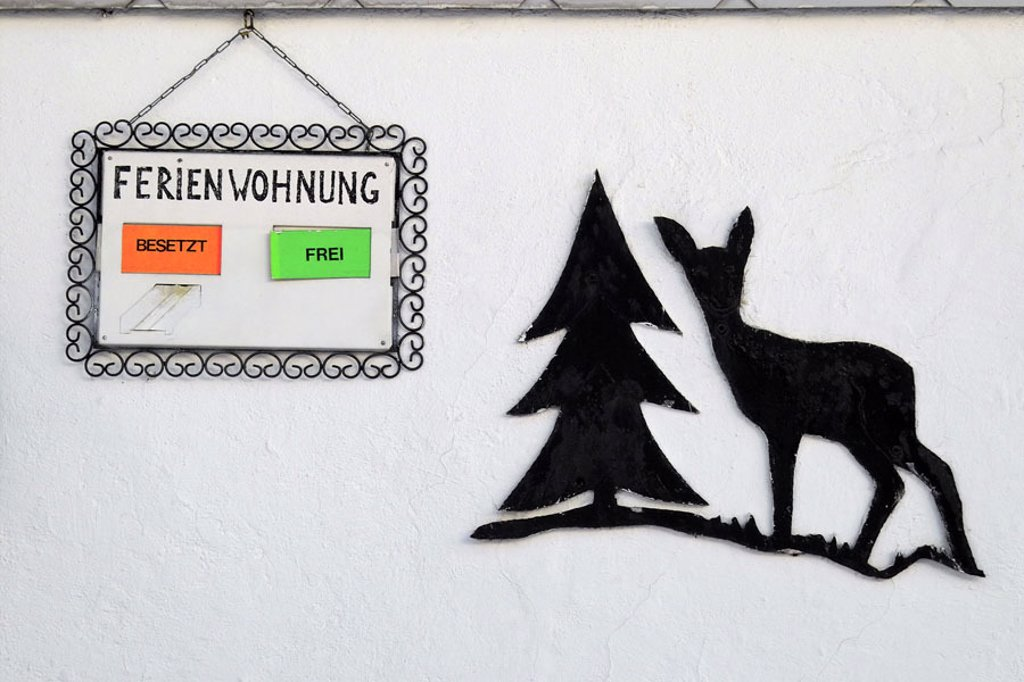 House wall, sign, Ferienwohnung occupy / freely, representation, fir, deer  Hotel, pension, house, guesthouse, wall, wall, sign, hint, information, attention, symbol, concept, tourism, tourism, guest rooms, guest rooms, rental, allocation hint, Hotellerie : Stock Photo