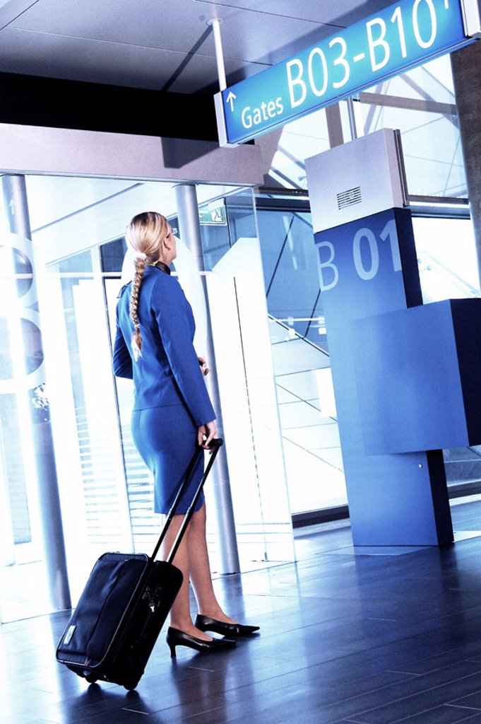 Stock Photo: 1558-63835 Businesswoman, young, airport, departure lounge,
