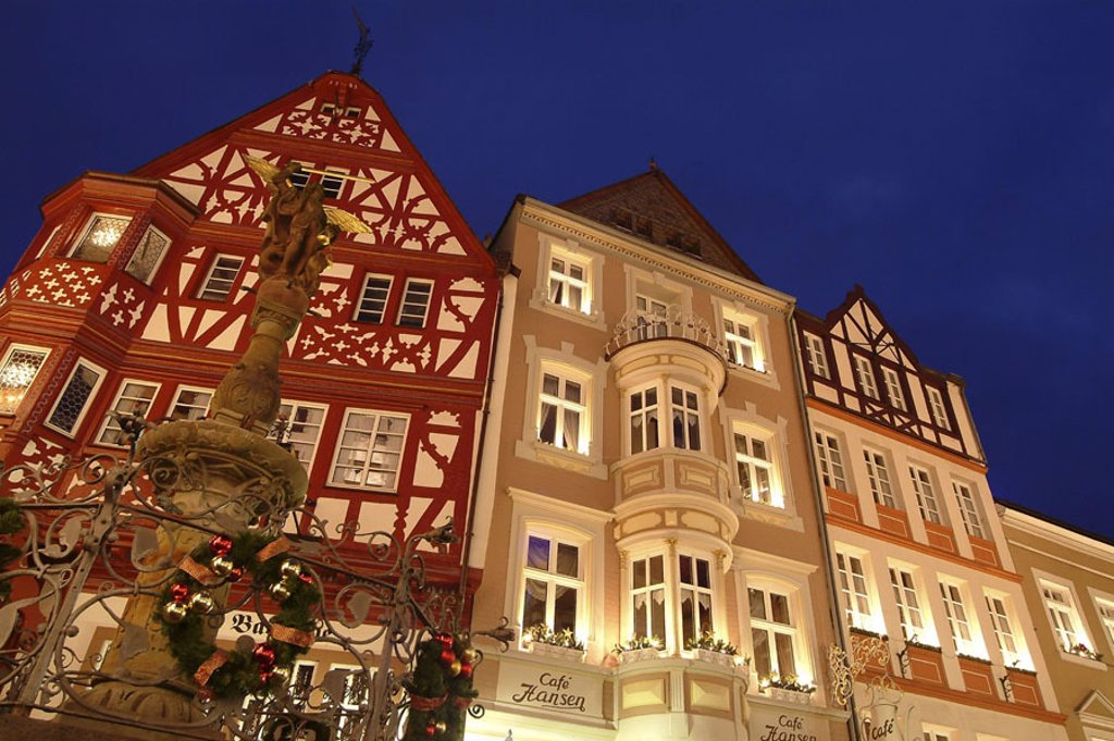 Germany, Rhineland-Palatinate,  Mosalee valley, Bernkastel-Kues, market place,  Michael wells, evening,  City, historically, buildings timbered houses wells, Christmas decoration, Christmas time, lights, mood, full of atmosphere, timbering, timbering roma : Stock Photo