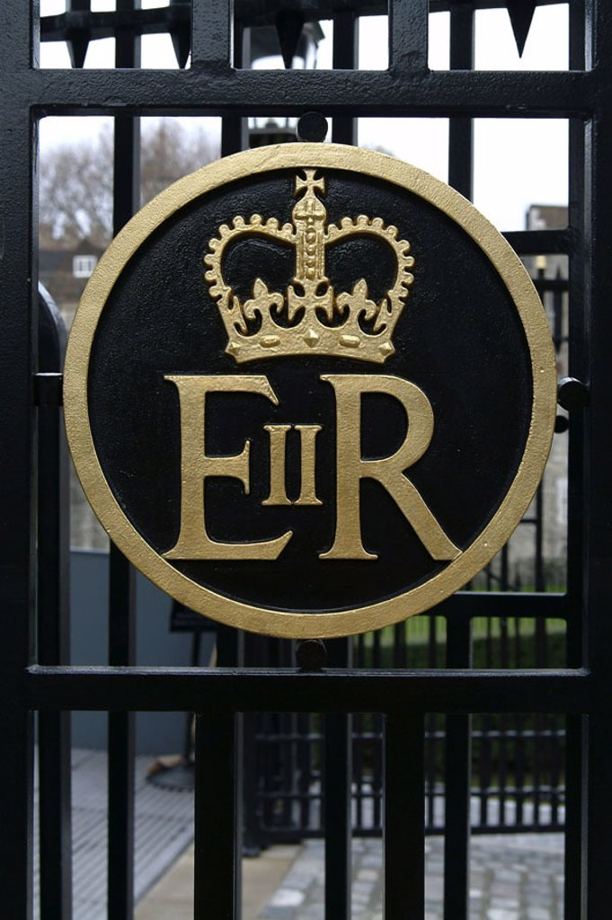 Great Britain, England, London,  Tower, ferric gate, royal coat of arms  Europe, politics, highness signs, reign, kingdom, monarchy, crown, gate, ferric fences, entrance, signs, crown, old, British, coats of arms, royal : Stock Photo