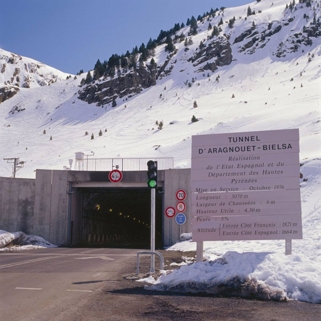 France, Pyrenees, tunnels  D´Aragnouet - Bielsa  Europe, southeast France, Département Hautes-Pyrénées, street tunnels, connection, Spain, mountains, hillside, winter sport area, Skispuren, snow, trees, : Stock Photo