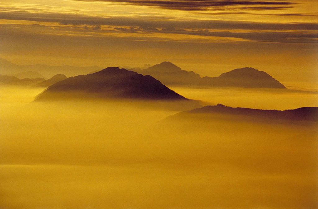 highland, summits, fogs, Sun, back light,  Mountains, Berchtesgaden Alps, Chiemgauer Alps, Salzburger Hochthron throne, mountains, heaven, clouds,  Cloud cover, fog sea, concept, mystically, mysteriously, inspiration, silence, silence, loneliness, transce : Stock Photo